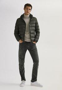 Massimo Dutti - ENTBASTETE  - Trousers - grey - 1