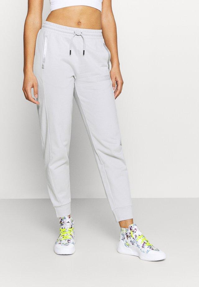 PANTS - Teplákové kalhoty - antique grey