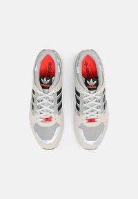 adidas Originals - ZX 10,000 C UNISEX  - Baskets basses - grey one/orbit green/white - 5