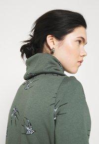 ONLY - ONLPIP NADINE HIGHNECK - Sweatshirt - balsam green - 3