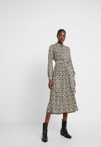 Selected Femme - SLFDITTE MIDI DRESS - Robe chemise - black - 0