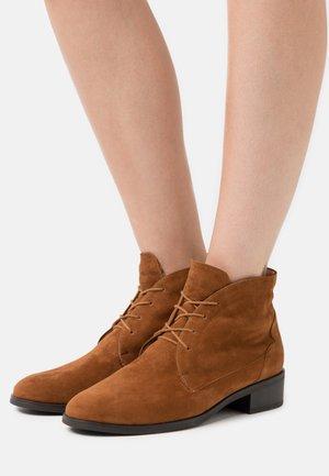 HENIA - Ankle boots - peanut