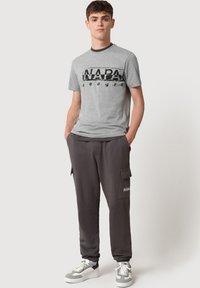 Napapijri - Print T-shirt - medium grey melange - 1