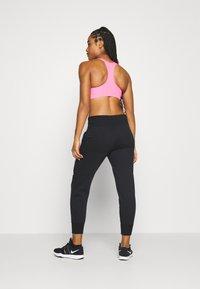 Nike Performance - Pantalones deportivos - black/white - 2