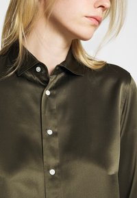 Polo Ralph Lauren - CHARMEUSE - Button-down blouse - expedition olive - 5
