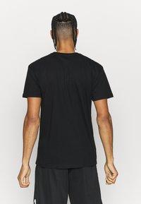 Mitchell & Ness - NBA LAST DANCE CHICAGOBULLS '96 CHAMPS TEE - T-shirt imprimé - black - 2