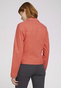 TOM TAILOR - MIT KNITTERDETAILS - Denim jacket - smooth papaya red - 2