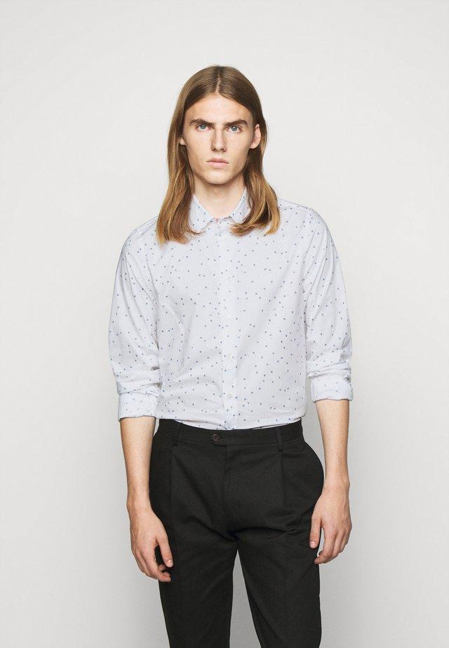 MENS SLIM FIT - Camisa - white/light blue