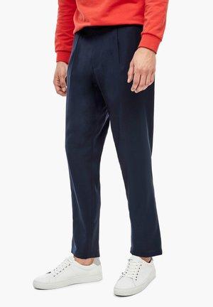 SLIM: SCHURWOLLHOSE MIT BUNDFALTEN - Trousers - navy