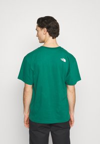 The North Face - FIFTH TEE - Print T-shirt - evergreen - 2