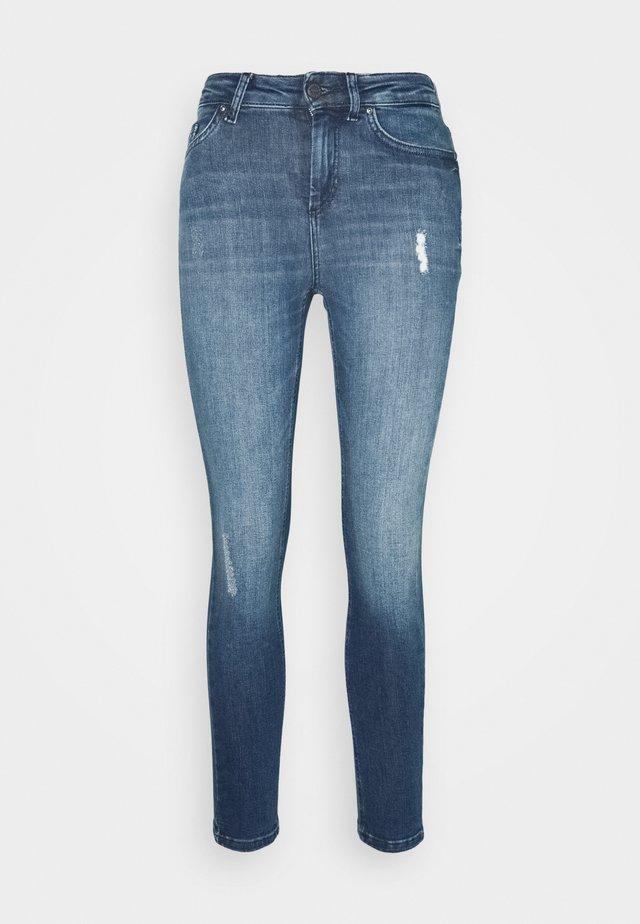 ONLBLUSH LIFE HIGH WAIST - Jeans Skinny Fit - medium blue