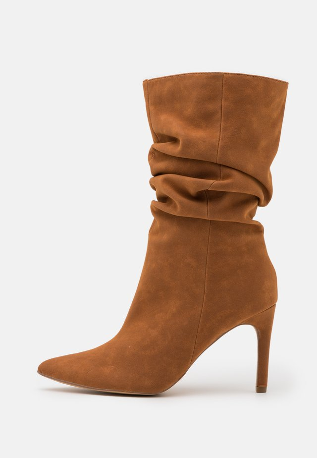 RUCHED STILLETO BOOTS - Laarzen - tan