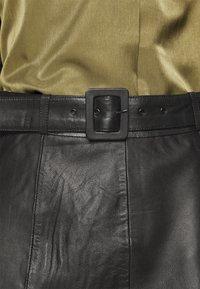 Selected Femme Tall - SLFOLLY  MIDI SKIRT - Leather skirt - black - 4