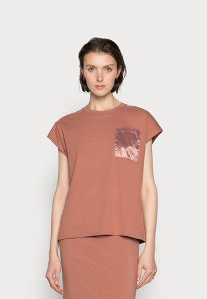 BLANCA - Jednoduché triko - russet