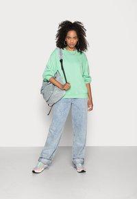 Monki - Sweatshirts - green light - 1