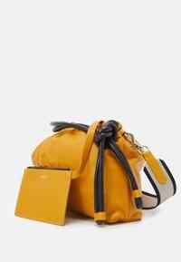 N°21 - COULISSE EVA - Handbag - yellow - 3