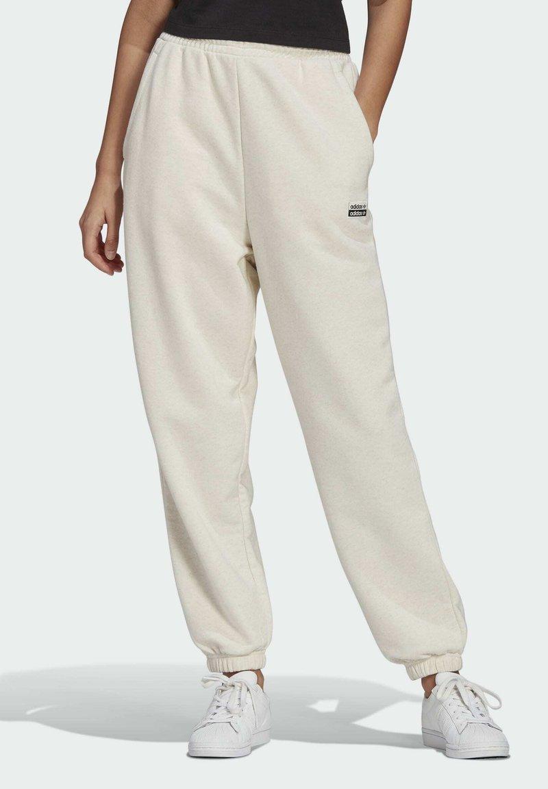 adidas Originals - R.Y.V. JOGGERS - Pantalones deportivos - white
