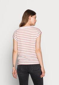 comma casual identity - KURZARM - T-shirt print - white doub - 2