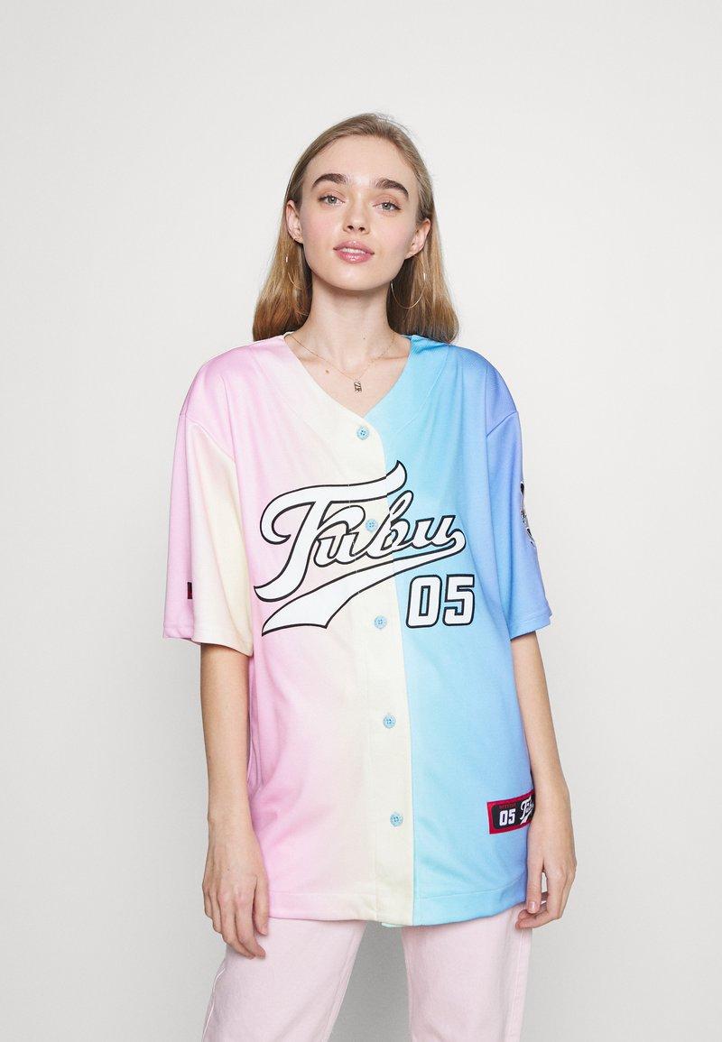 FUBU - VARSITY GRADIENT BASEBALL - Print T-shirt - multicolor