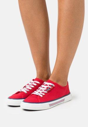 Tenisky - red