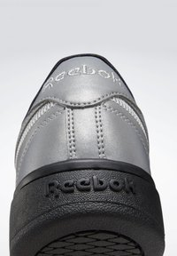 Reebok Classic - CLUB C DOUBLE - Trainers - silver - 10
