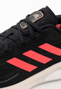 adidas Performance - SUPERNOVA - Neutrální běžecké boty - core black/signal pink/copper metallic - 5