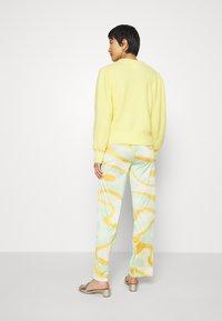 HOSBJERG - RILEY PANTS - Trousers - green - 2