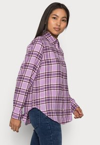 GAP Petite - EVERYDAY - Button-down blouse - purple - 3