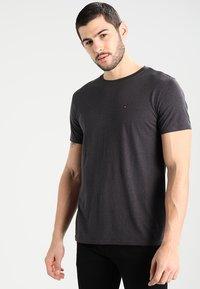 Tommy Jeans - ORIGINAL TRIBLEND REGULAR FIT - Camiseta básica - tommy black - 0