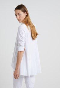 Steffen Schraut - ESSENTIAL FASHION BLOUSE - Button-down blouse - white - 2