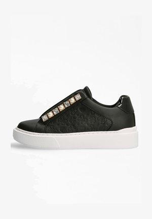 HAYA EINGEPRÄGTES 4G LOGO - Sneakersy niskie - schwarz