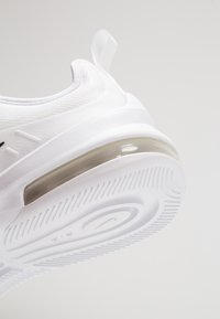 Nike Sportswear - AIR MAX AXIS - Trainers - white/black - 5