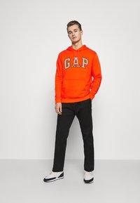 GAP - Hoodie - orange pop - 1