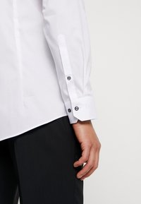 OLYMP No. Six - OLYMP NO.6 SUPER SLIM FIT  - Formal shirt - weiss - 3