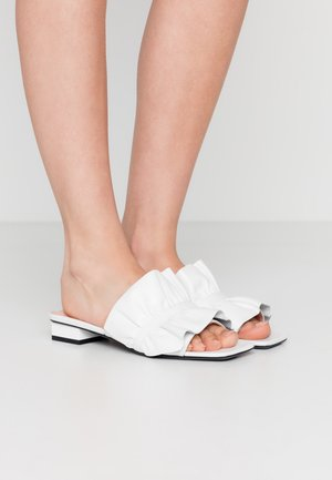 CIABATTA DONNA WOMAN`S SLIDE - Pantofle - white