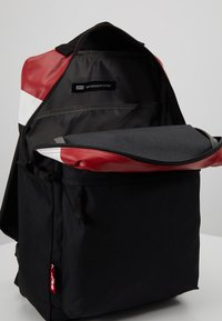 Levi's® - PACK STANDARD ISSUE COLORBLOCK - Reppu - brilliant red - 4