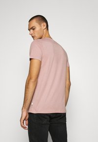 Burton Menswear London - SHORT SLEEVE CREW 3 PACK - T-shirt basic - stone/dark green/pink - 2