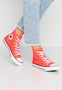Converse - CHUCK TAYLOR ALL STAR SEASONAL - High-top trainers - bright crimson - 0