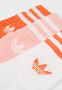 adidas Originals - MID CUT 3 PACK - Socks - pink/white - 3