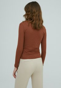 EDITED - AZALEA - Long sleeved top - braun - 2