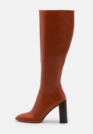 TYRA - Kozačky na vysokém podpatku - cognac