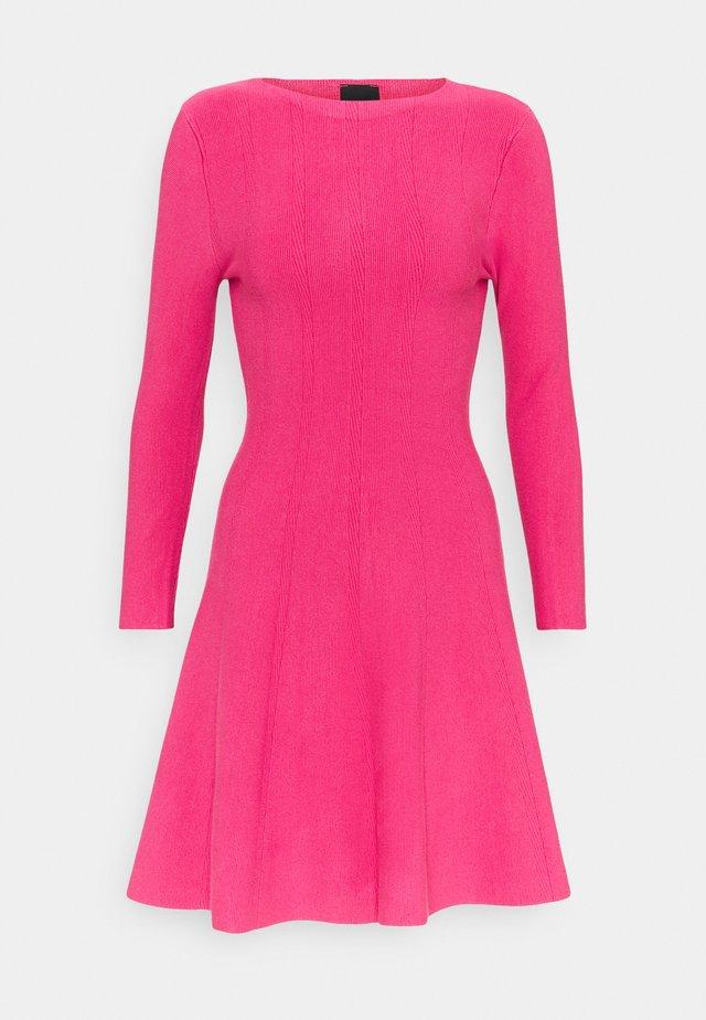 LIBERIA DRESS - Vestido de punto - fuchsia