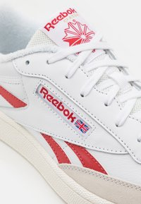 Reebok Classic - CLUB C REVENGE UNISEX - Sneakers laag - white/maroon red/chalk - 5