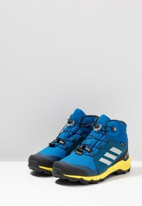 adidas Performance - TERREX MID GORE-TEX - Fjellsko -  blue beauty/grey one/shock yellow - 3