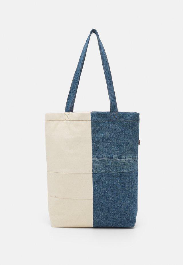 LEVI'S® X PORTO ALEGRE CONTRAST TOTE BAG - Shopping bag - light khaki