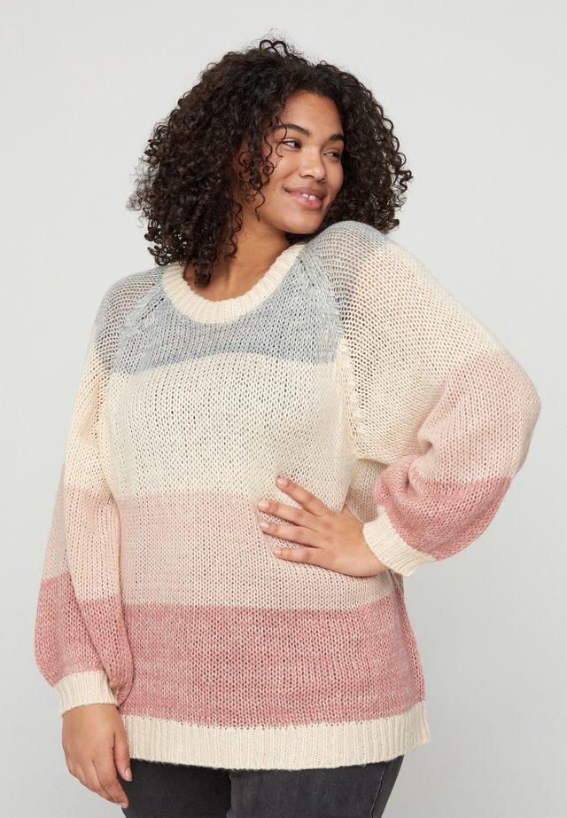 MIT RUNDHALSAUSSCHNITT - Sweter - beige