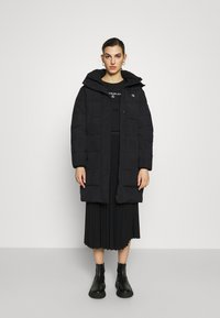 Calvin Klein Jeans - WAISTED LOGO LONG PUFFER - Winter coat - black - 1