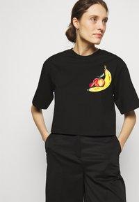 3.1 Phillip Lim - BANANA  - Print T-shirt - black - 0