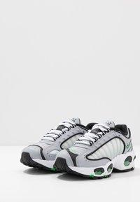 Nike Sportswear - AIR MAX TAILWIND IV - Trainers - wolf grey/green spark/white/black - 3