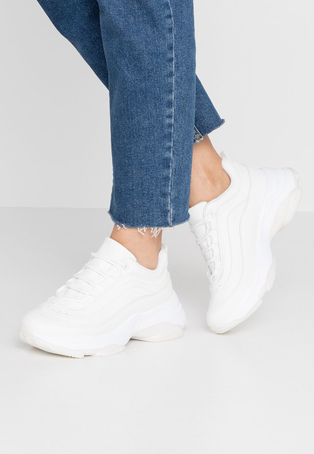 VEGAN LIZZIES - Trainers - white